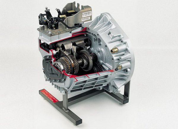 Modernes Fünfgang-Frontgetriebe mit Differential